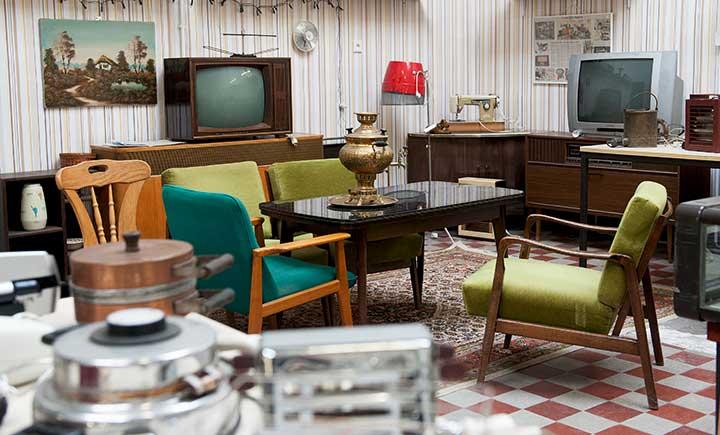 Retro: Rainer Reuter hat im ehemaligen Umspannwerk auch ein typisches 60er-Jahre-Wohnzimmer eingerichtet